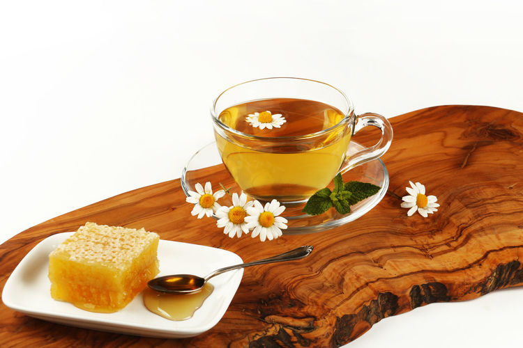 Food And Drink Refreshment Drink Food Freshness Cup White Background Mug Flowering Plant Indoors  Flower Still Life Studio Shot Wood - Material Table Hot Drink Tea Glass Tea Cup Herbal Tea Daisies Chamomile Honey Honeycomb