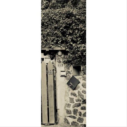 Maison charmante mais quelque peu abandonnée ... ♡ 6 Juillet 2014 - La Montagne Maison Photo Blackandwhite Portail 33 rando