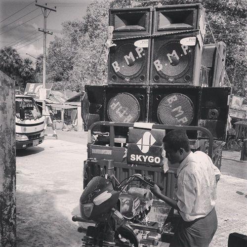အားလံုးတက္ၾက ငါ႔ေထာ္လာဂ်ီ Blackandwhite Nocolour Music Speakers bounce bago myanmar igersmyanmar