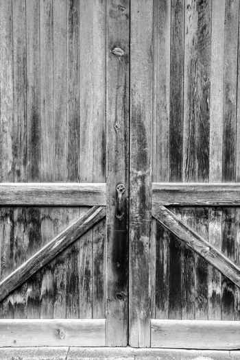 weathered wood barn door Bradley Olson Bradleywarren Photography Backgrounds Background No People Room For Text Room For Copy Copy Space Copyspace Vintage Old Weathered Weathered Metal Weathered Wood Old-fashioned Antique Built Structure Architecture Building Exterior Day Outdoors Entrance Door Wood - Material Security Protection Safety Closed Lock Metal Close-up Wall - Building Feature
