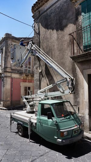Building Exterior Piaggio Ape Sicily Eye4photography  Sicilia Cable Guy Light Bulbs Street Lights Trike Trikes Italia