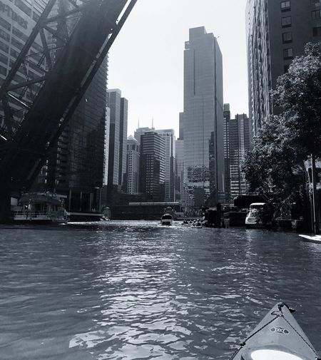 Chicago River at Kinzie Bridge Architecture Chicago Architecture Chicago Chicago River Kayak Stayactive Summer Air And Water Show Lastdaysofsummer Cityscape Blackandwhite