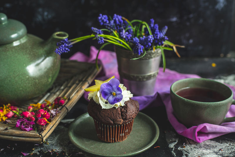 romantic, sweet afternoon with sweet choco muffin and fruit tea Healthy Eating Healthy Lifestyle Breakfast Snack Food Dark Food Essen Spring Afternoon Muffin Chocolate Choco Cupcake Flowers Tea Fruit Tea Romantic