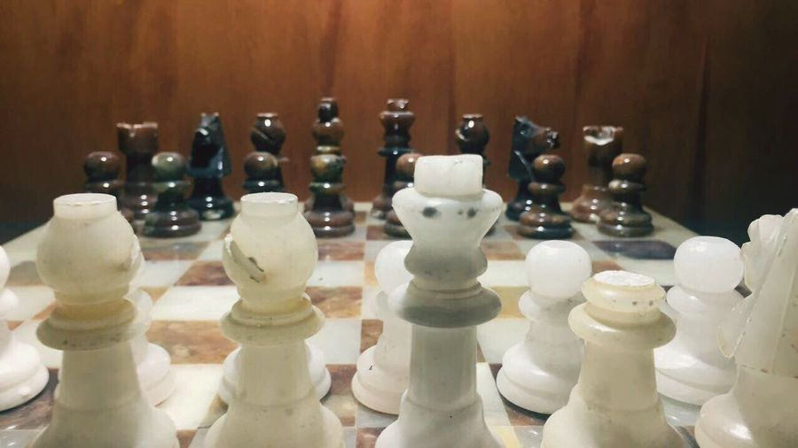 Chess Chess Piece Knight - Chess Piece No People King - Chess Piece Queen - Chess Piece Day Game Table Wood - Material Glass Peaces