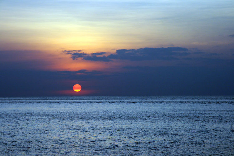 EyeEmNewHere Outdoors Beauty In Nature Scenics Sunset Nature Tranquil Scene Sun Tranquility Horizon Over Water Landscape Sky Sea Ethereal Beauty No People Cloud - Sky Water Art Kunst Contrast Freshness Day Summer Similan Island, Thailand