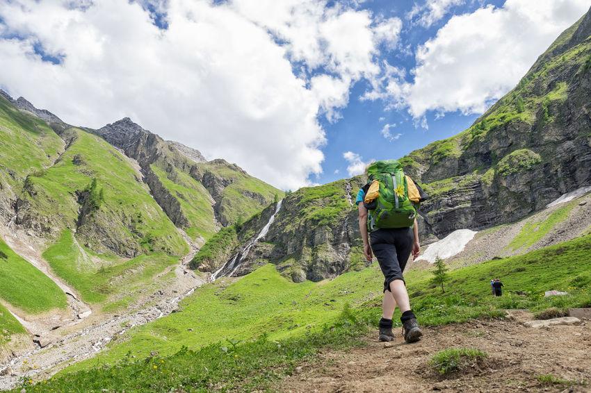 E5 Wanderweg Alpen Backpacking Berge E5 Wanderweg Adventure Alps Backpack Backpacker Bergauf Bergwandern Hiker Hiking Lifestyles Mountain Mountain Range Mountains Nature One Person Outdoor Outdoors Outdoors Photograpghy  Uphill Walking Wandern