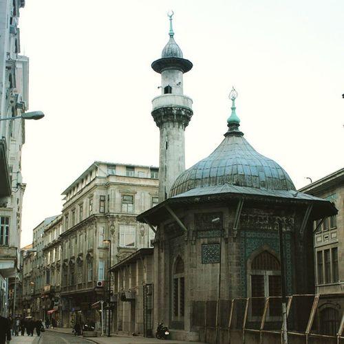 Istanbul Fatih Türkiye Turkey history tarih ottoman architech mimari life travel color islam islamicart art eminonu tomb turbe