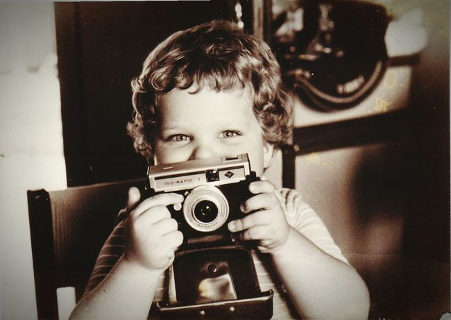 Younger Me  Selfie✌ Child Indoors  Its Me Taking Photos Old Photo Ich Blavk And White Camera Hi! Enjoying Life That's Me Sepia Softness At Home Small Photographer my first attempt to become a great photographer. 30 years or so ago
