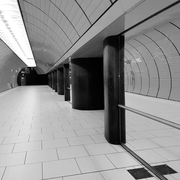 Architecture Indoors  Built Structure No People Day Subway Subway Photography Subway Station Subway Platform Subwayphotography Architecture Hallway Indoors  Subwayphoto_bw