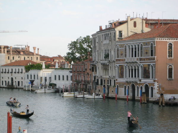 Gran Canal Guggenheim Museum Architecture Building Gondola - Traditional Boat Residential District Sky Water