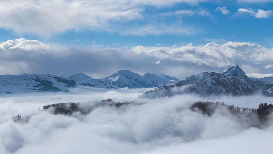 Kaisergebirge Ellmau Hartkaiserbahn Berge Mountain Snow Landscape Winter Beauty In Nature Nature Outdoors Clouds And Sky Wolken Foggy Nebelmeer Lost In The Landscape