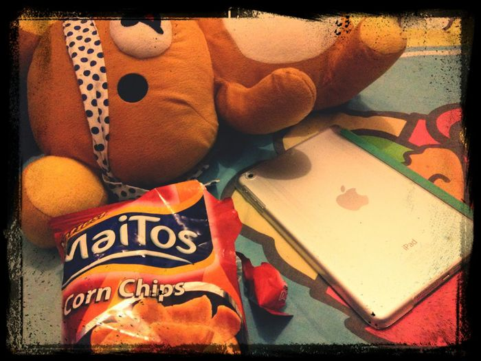 Soundtrippin enjoying crunchy chips from Indonessia ?