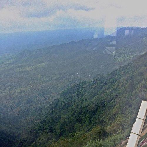 Sa itaas ng SkyEye na nasa taas ng tagaytay ridge. Skyranch Skyeye Tagaytay FirstTimeSaFerrisWheel