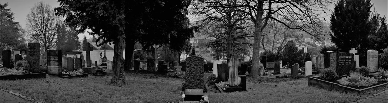 #graveyard Blackwhitephotography Cemetery Fear Looking For The Hgher Power No People On A Graveyard There Is A Person Burried Named Fear Tombstone