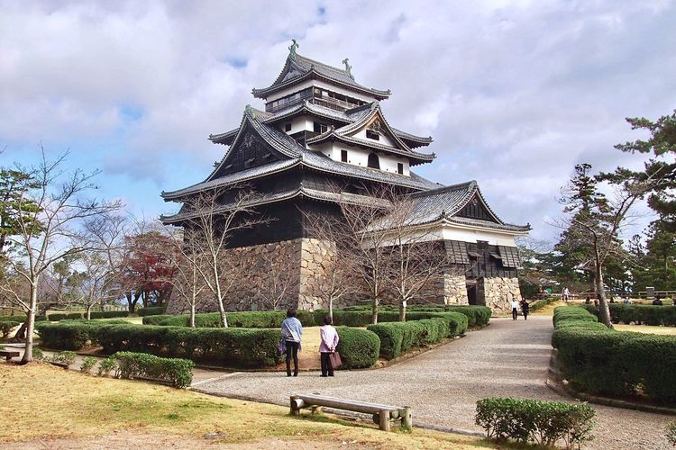 Matsue Castle 🏯 Matsuejo Matsue Shimane Japanese Style National Treasure Architecture Built Structure Travel Destinations Japanese Castle Historical Building Castle Old But Awesome Cool Japan EyeEm Gallery My Favorite  Sightseeing Building Exterior Castle View  Travel Photography Shimane,japan Feel The Journey 松江城 島根県 現存天守