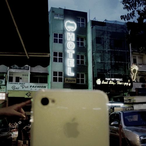 hotel apple....and apple.......