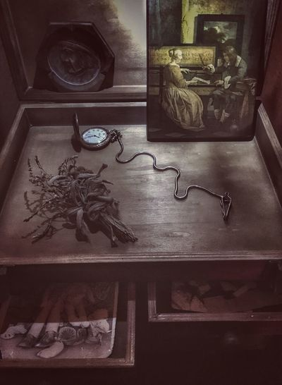 Vintage things Indoors  Cabinet Home Interior No People Vintage Vintage Photo Vintage Style Vintage Moments Vintage Photography Vintage Stuff Old Old-fashioned Time Time Machine Cool Lovely Decor Decoration Decorations Picture Art Arts Culture And Entertainment Watch Dried Flowers Memory