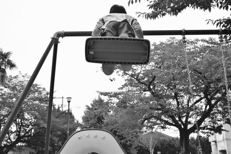 Swing Swings Swinging Park Playing Tree Trees People People Watching People Photography Peoplephotography Playing Time Monocrome Blackandwhite Black And White Black & White ブランコ Nikon D7200 NIKKOR 18-300mm Showcase July 親戚😆