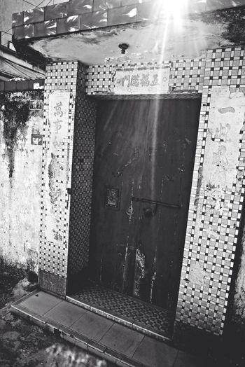 Old House Taking Pics Black & White