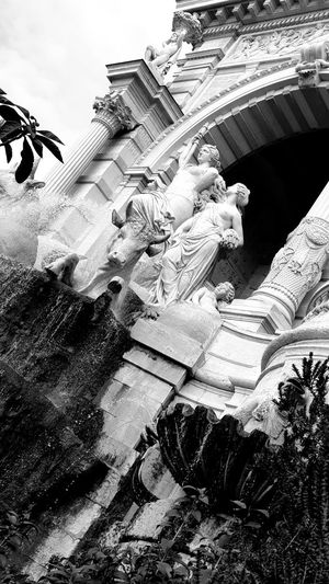 Fontaine Fontain Fontaines Fontains Statue Statues And Monuments Statues/sculptures Statues Statues In The Park Statues Monuments & Statues Outdoors Architecture No People Day Building Exterior Sky