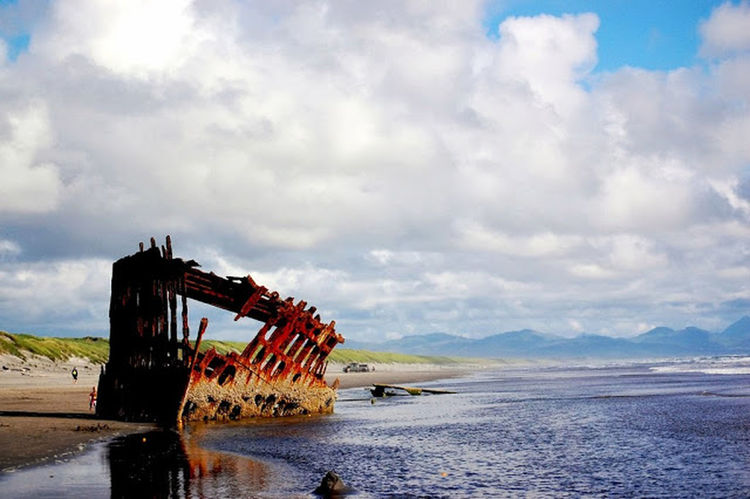 the Peter Iredale wreck Taking Photos