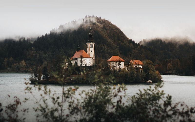 Church on island in lake bled