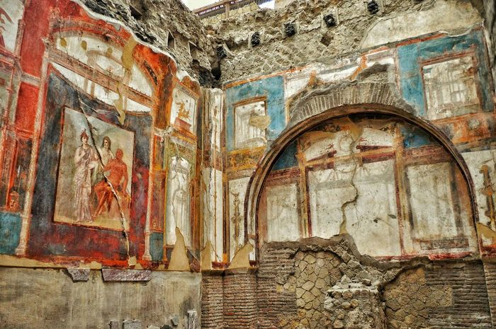 """Once a Warm Home"" - Ercolano Excavations - Italia Italy Italia Herculaneum Scavi Excavations Photobydperry Architecture No People Vesuvio Vesuvius  Living Room"