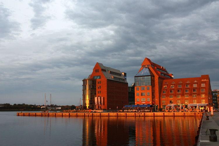AIDA Buildings Die Schönheit Des Nordens Die Stadt Am Meer Hansestadt Hansestadt Rostock Marítim Norddeutschland Rostock Rostocker Ansichten Rostocker Stadthafen Sunkissed