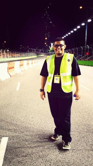 Singapore F1 Track Crew Work Singapore Night Race Formula 1
