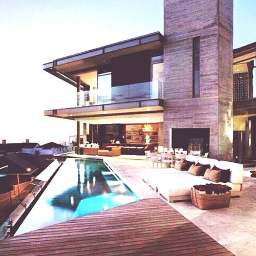 Architecture of this house is beautiful😍 Beautifulhome Archtecture Beautifulpool