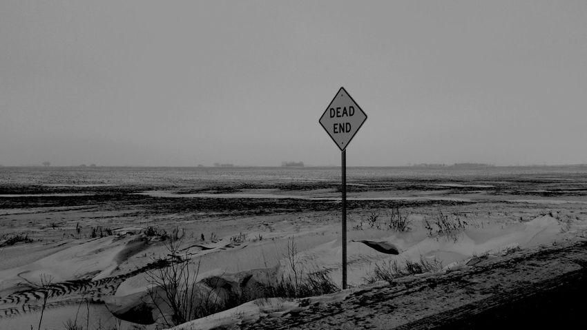 January 6, 2016 QVHoughPhoto FujiFilmX100 Fargo Northdakota Landscape Winter Snow Deadend Sign Blackandwhite