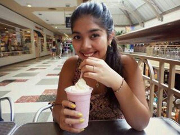 Holiday♡ Hello World Boulevard Shopping  Adrogué Milkshake♥ :$