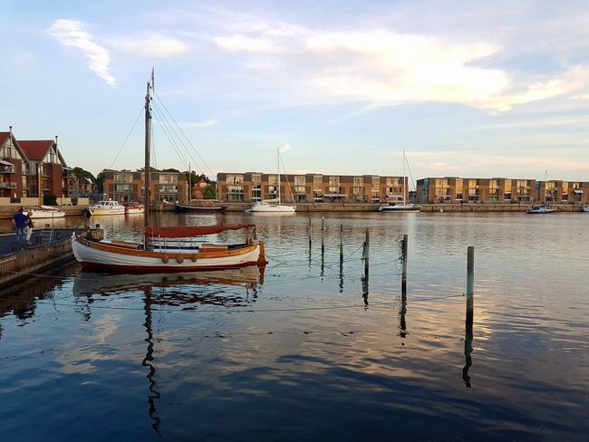 Boats Ships Water City Nautical Vessel Sea Harbor Reflection Sky Architecture Building Exterior Cloud - Sky