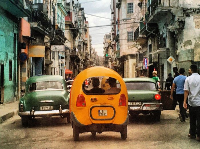 Traffic Jam, Cuba style ! Havana Cuba Traffic Jam Traffic Travel Photography Traveling Eye4photography  EyeEm Gallery Cars City Life Walking Around The Tourist IPhoneography Green Color Tucktuck Yellow Cabs Fresh 3