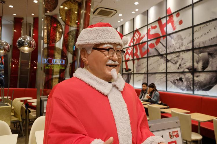 Christmas FUJIFILM X-T2 Japan Japan Photography KFC Santa Claus Skytree Town Tokyo Fujifilm Fujifilm_xseries Indoors  Red Standing Warm Clothing X-t2 カーネルサンタ スカイツリータウン 東京