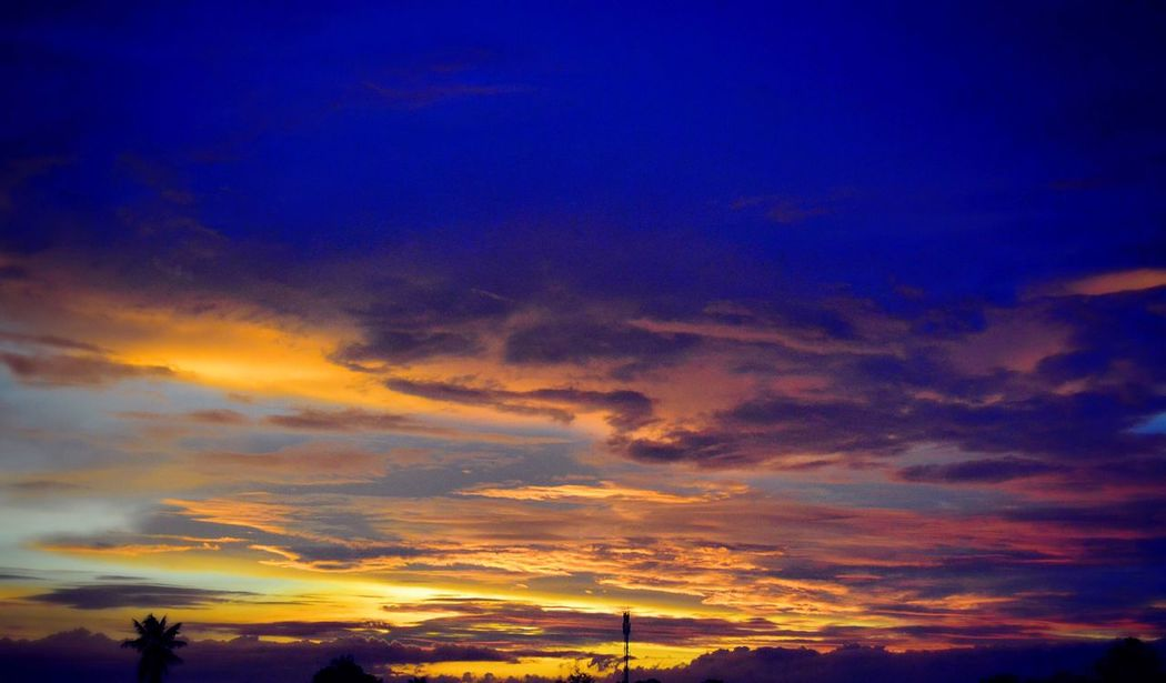 Takip silim Nephophilia Twillight Relaxing Taking Photos Enjoying Life Philippines Photos Eyeem Philippines Nature Photography Twilight Sky Twilight View My Collection Of Clouds 43 Golden Moments