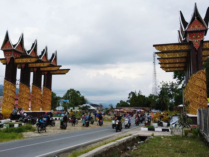 an iconic gate; welcome to Solok Selatan Gate Gates Carving Ornament Minangkabau Ukiran Welcome Traditional Entrance RumahGadang Ornaments City Gate Golden Gate City Entryway