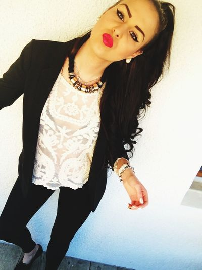 😚 Selfie That's Me Outfit Job Beauty Curly Hair Duck Face