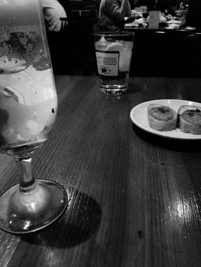 今日は久し振りの同期に会えたので突発で飲んじゃう!あ〜、話した、愚痴った、楽しかった!少し発散できて、結果としては良かったな。 Drinking Drinking Beer Beer At The Bar Bar