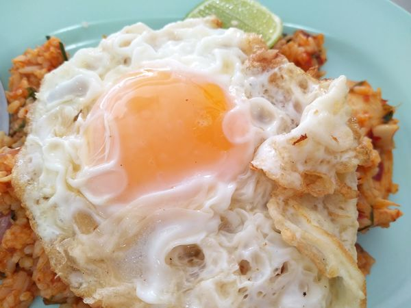 Street food 👍👍EyeEm Selects Egg Egg Yolk Fried Egg Egg White Indoors  Close-up No People Food And Drink Freshness Ready-to-eat Day Healthy Eating Fried Rice Tomyumkung Thaifood