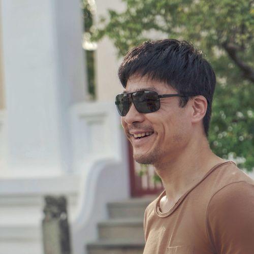 Portrait of  a happy man wearing sunglasses