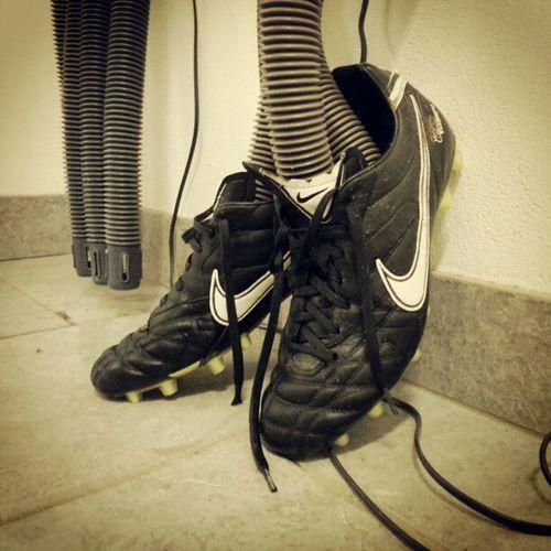 Skorna får torka efter en bra träning! Härligt gubbar. Fclockryd Nike