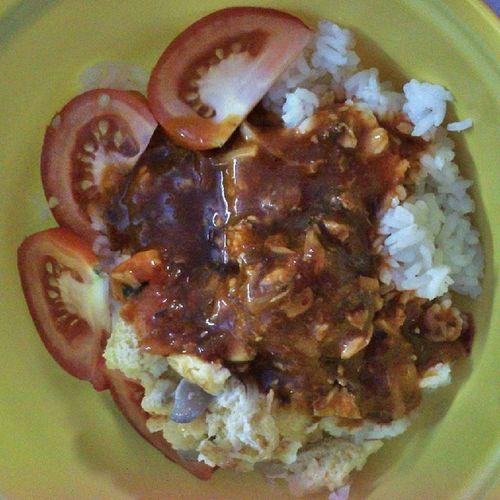 Alhamdulillah,rezeki utk mkn mlm ini. Syukur...kenyang :) Satisfied  Sardine Telurdadar Tomato dinner uum sintokyo dpp proton *penjimatan blaku*