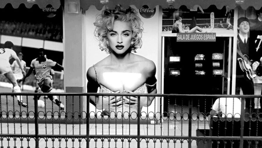 Human Mouth Indoors  One Person Day People Old-fashioned Young Women Young Adult Fashion Fashion&love&beauty Marylin Monroe Holding Blackandwhite
