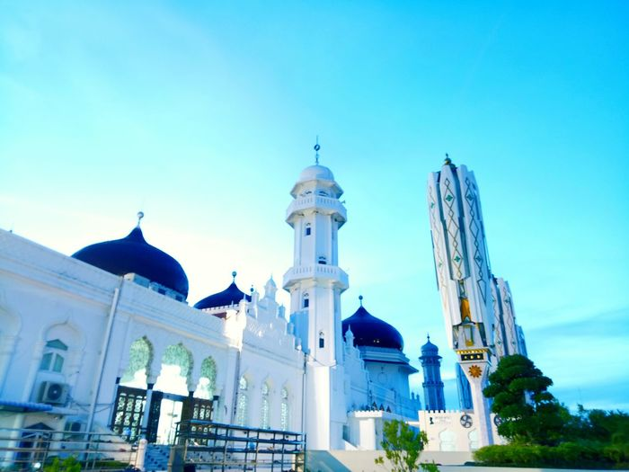 Baiturahman mosque at Aceh Indonesia_photography Indinesia Aceh Baiturrahman Dome City Religion Place Of Worship Sky Architecture Building Exterior Built Structure Statue Historic Civilization History First Eyeem Photo