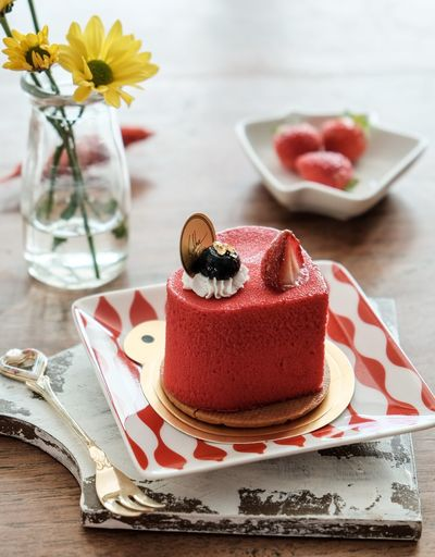 ❤️ cake Heart Shape Heart Red Velvet Sweet Food Dessert Cake Food Indoors  Freshness Food And Drink Table Plate Flower Serving Size Gourmet No People Napkin Ready-to-eat
