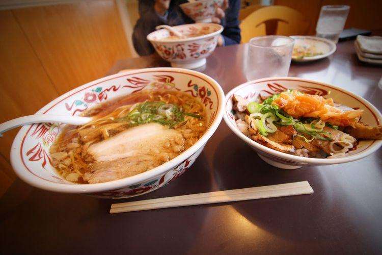 九州旅行 12292015 Ramentime🍜 尾道ラーメン 壱番館 ネギチャーシュー丼も上手く焦がされていて美味しかった!!