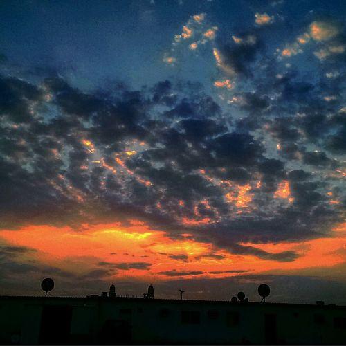 تصويري...هدوء..غروب..رحيل.... Taken On Mobile Device Relaxing Sunset Sunset Silhouettes