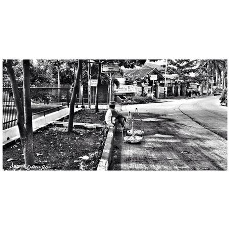 menunggu order Bw Iphoneonly Iphonesia Instagram Late Bandung Gowes Hideungbodas People Instago Random Instagood Candid Instablebors Morning Instasunda Blackandwhite Instatodays INDONESIA Westjava Mix Activity