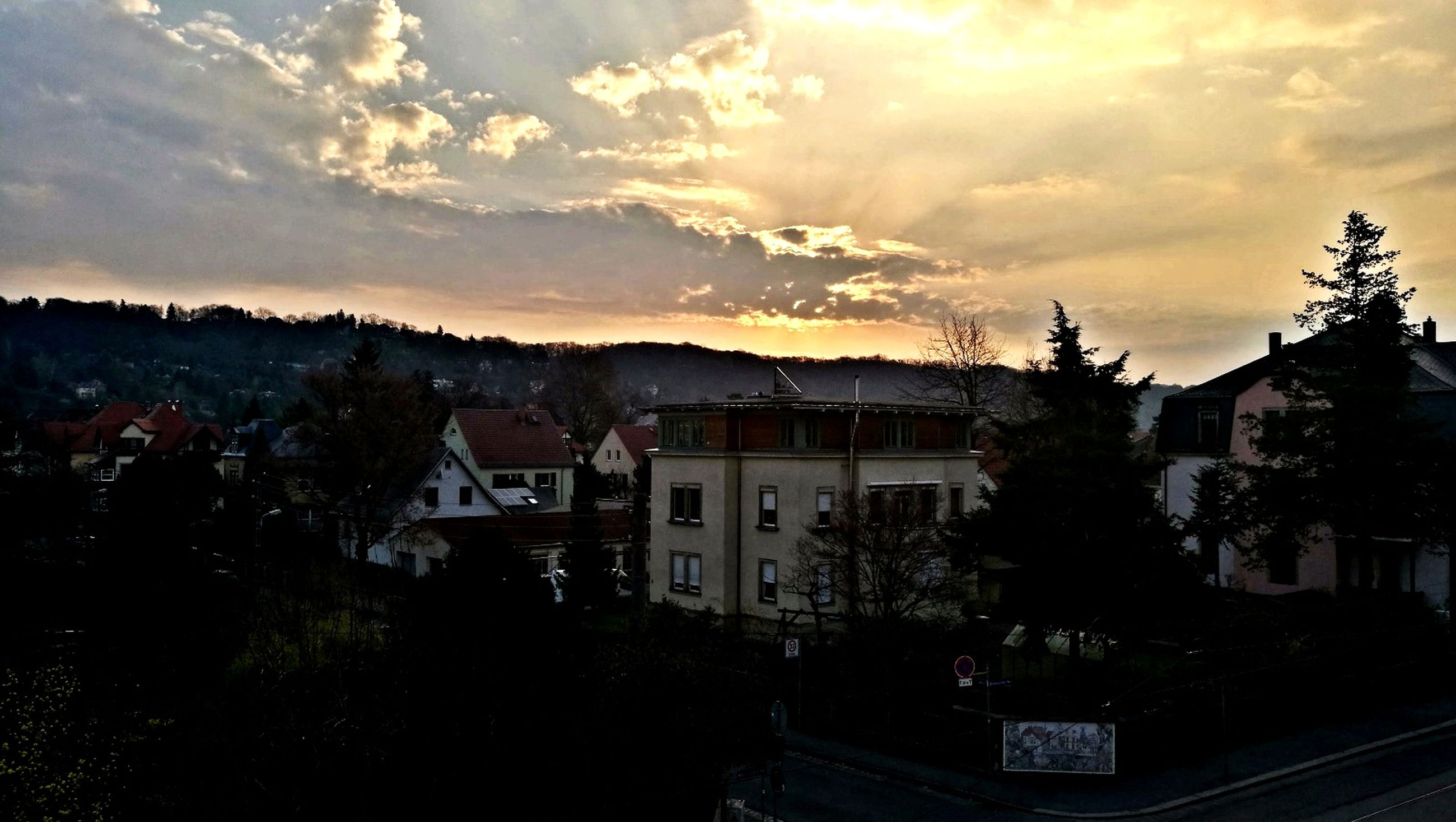 building exterior, architecture, built structure, sky, sunset, cloud - sky, house, residential district, outdoors, residential building, tree, city, no people, cityscape, detached house, mountain, beauty in nature, nature, day